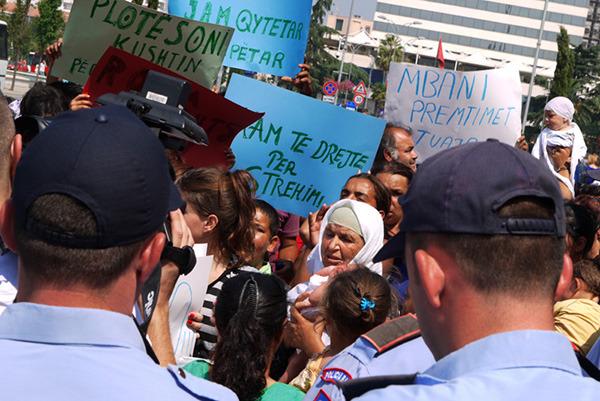 Protest Romów w Tiranie, Albania