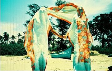 Dagmara Czarnecka i Anna Pikol na plaży w Indiach. Ubrania Projektu Dagmary Czarneckiej.