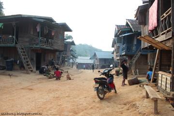 Prawdopodobnie Ban Pun - wioska na szczycie góry, plemię z własnymi zwyczajami i językiem.
