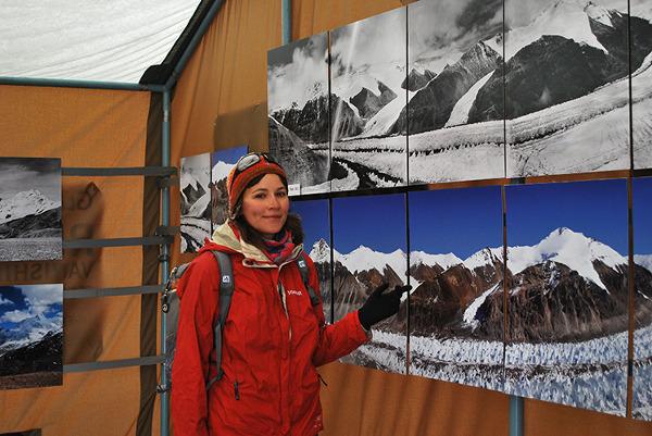 Ja na wystawie Rivers of Ice w bazie pod Everestem