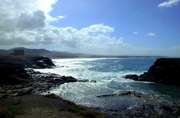 Klifowe wybrzeże w El Cotillo, Fuerteventura