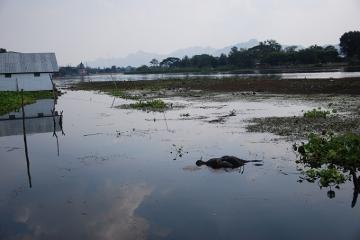 Kanchanaburii - widok z hotelu na rzekę Kwai.