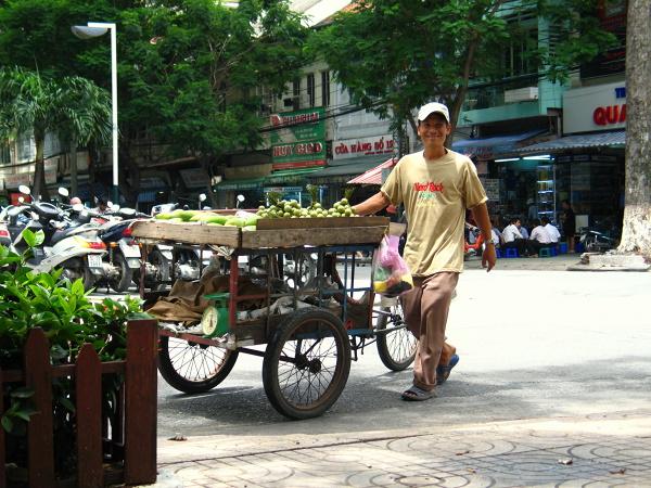 Usmiechnięty sprzedawca owoców, Sajgon