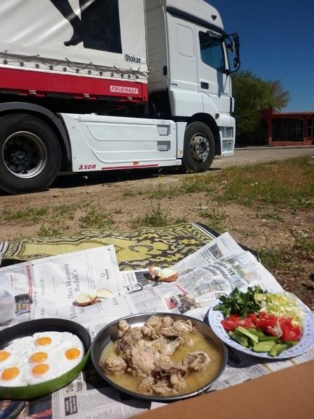 Obiad w drodze z Urfy do Mardin, nasz środek lokomocji i sadżdżada - dywanik modlitewny