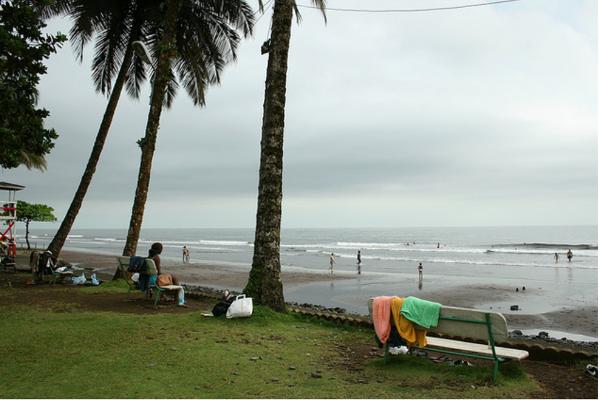 Plaża Semme, na którą czas mają tylko turyści czy sezonowi wczasowicze. Pomijając pracowników tamtejszych barów, pubówi restauracji.