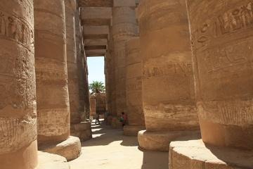 Ogromne kolumny Świątyni w Karnaku