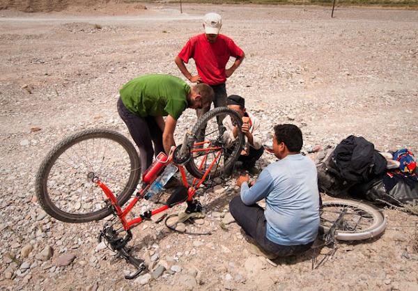 Naprawa roweru po pęknięciu szprych