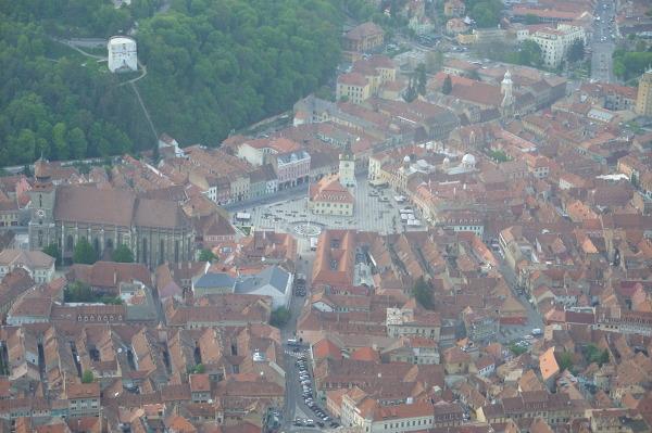 Widok na historyczne centrum Braszowa z okolicznego wzgórza