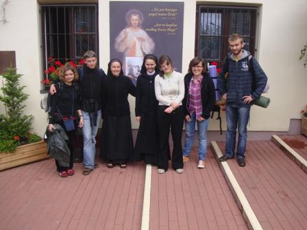 """Siostry całą naszą czwórkę przygarnęły bez pytania.Okazało się, że mieszkają w domu gdzie malowany był obraz """"Jezu ufam Tobie"""".."""