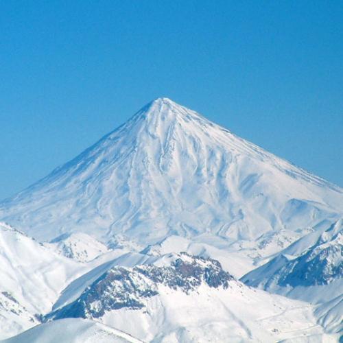 Damavand (5604 m n.p.m.), irański szczyt znajdujący się w górach Arborz