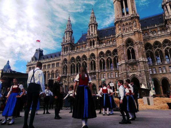 Steiermarktdorf - taniec zespołu ludowego pod wiedeńskim Ratuszem