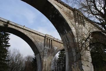 """Największe w Polsce mosty kolejowe zwane  """"wiaduktami północy"""""""