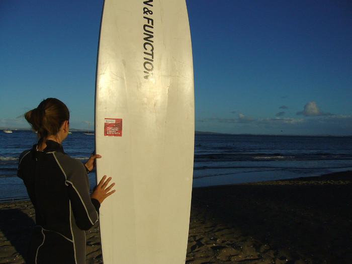 Z deską na Wschodnim Wybrzeżu, East Coast – Nowa Zelandia