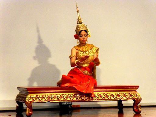 """Scena z khmerskiej wersji Ramajany, zwanej """"Riem Kei"""" zaprezentowana Uniwersytet Pańńasastra w Phnom Penh."""
