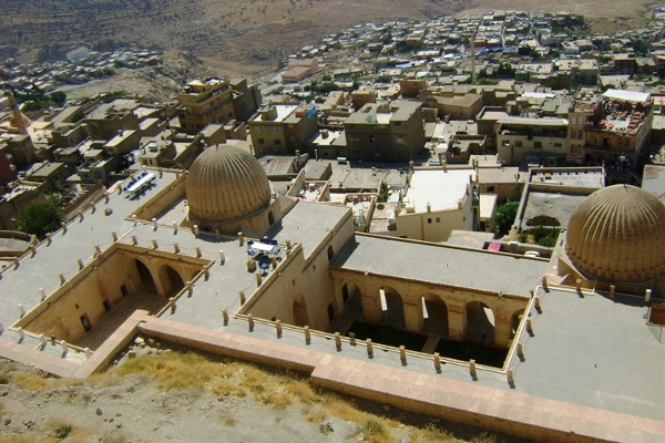Zinciriye Medrese – Medresa Sułtana Isy górująca nad Starym Miastem w Mardin