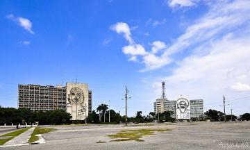 Hawana, Plac Rewolucji i dwaj bohaterowie narodowi w roli głównej - Che Guevara i Camilo Cienfuegos