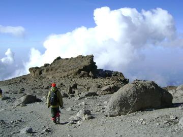 Zejście: to, co w nocy było pokryte śniegiem, teraz zamieniło się w wulkaniczną pustynię