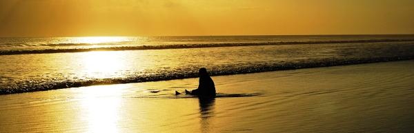 Bali - Legian - masażystka odpoczywająca po ciężkim dniu pracy