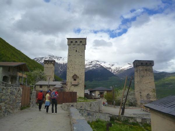 Charakterystyczne dla regionu Swanetii wieże obronno-mieszkalne.