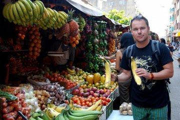 Bazarki kipiały od pysznych, egzotycznych owoców