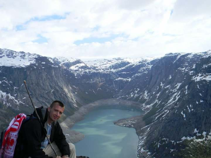 Adam Wnuk nad norweskim fiordem